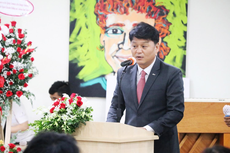 Ông  Kang Gew Won - Phó Tổng Giám đốc của Shinhan Bank tại Việt Nam phát biểu tại buổi lễ